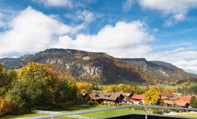 Blick auf der Ortsteil Kornau bei Oberstdorf
