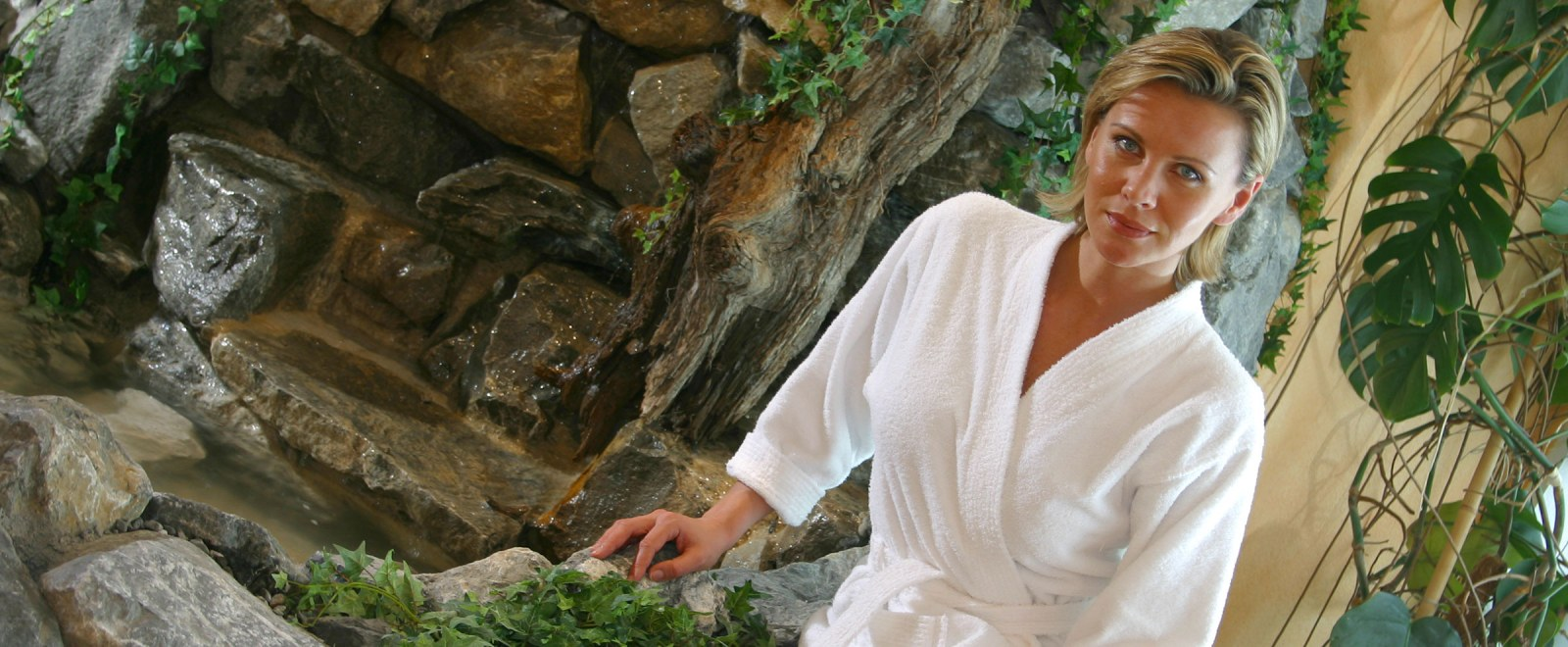 Frau im Wellnessurlaub im Allgäu