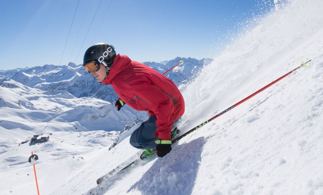 Skifahrer im Winterurlaub in Oberstdorf