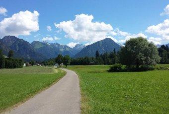 Golfplatz Oberstdorf herrlich gelegen inmitten der Berge